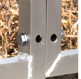 組み立てはボルトで固定するだけ